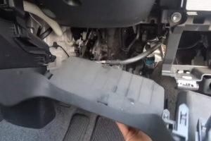 運転席ハンドル下部のパネル