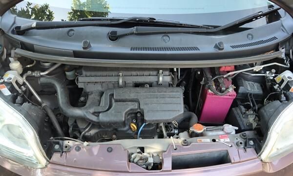 ムーヴLA100系のエンジンルーム